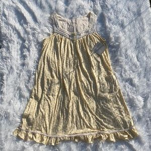 NWT  Aria Sleeveless ruffled bottom nightgown